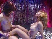 Lesbenspiele im Stripclub