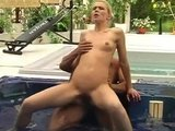 Blondine am Pool gefickt