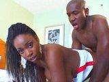 Zwei Schwarze ficken im Hotelzimmer